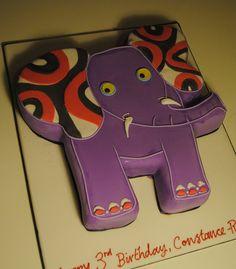 Elephant with a Cupcake A Blog Tutorial Elephant cakes