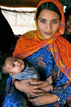 Africa: Tuareg berber and child, Niger