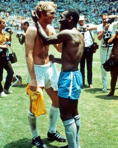 """Pele and British captain Bobby Moore trade jerseys in 1970 as a sign of mutual respect during a World Cup that had been marred by racism. ""British"", it's pele and ENGLAND captain Bobby Moore. Bobby Moore, Bobby Charlton, Fifa Football, Football Icon, 1970 World Cup, Sister Poses, Powerful Pictures, Ray Lewis, Iconic Photos"