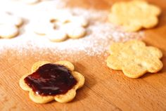 Dokonalé linecké cukroví – Kuchařka pro dceru Christmas Sweets, Cookies, Food, Crack Crackers, Biscuits, Essen, Meals, Cookie Recipes, Yemek