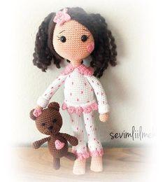 crochet toys and dolls Amigurumi Pijamal Bebek Tarifi-Amigurumi Pajamas Doll Free Pattern - Tiny Mini Design Crochet Motifs, Crochet Toys Patterns, Amigurumi Patterns, Stuffed Toys Patterns, Crochet Dolls, Doll Patterns, Pyjamas, Easy Crochet Projects, Tiny Dolls