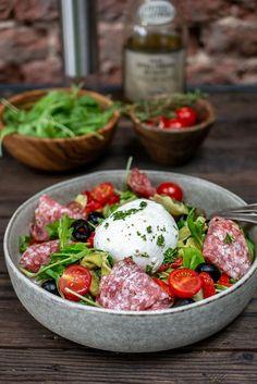 Healthy Food Choices, Healthy Recipes, Pasta Salad With Tortellini, Good Food, Yummy Food, Mozzarella Salad, Happy Foods, Salad Recipes, Food Porn