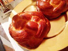 Rosh HaShana round challot - parve kosher - holdiay baking - new year dinner - Shana Tova to all of you my friends! Recipes and more on: www.whohatesbambi.com