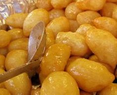Lokmades are a kind of fried-dough pastry made of deep fried dough soaked in sugar syrup or honey and cinnamon, and sometimes sprinkled with sesame. Greek Sweets, Greek Desserts, Fun Desserts, Dessert Recipes, Turkish Recipes, Greek Recipes, Arabic Recipes, Cyprus Food, Gluten Free Appetizers