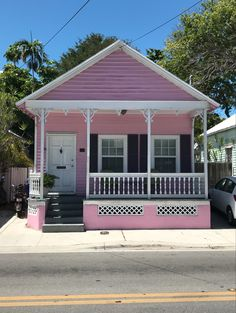 South Florida Style: Today we're all about one of our favorite aesthetic styles: Key West, Florida. Indoor Outdoor Living, Outdoor Decor, Monochromatic Room, Florida Style, Yellow Houses, Resort Style, Southern Style, South Florida, Key West