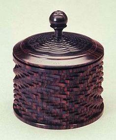 A Jon Sauer ornamental box, made of Cocobolo & Blackwood. jS
