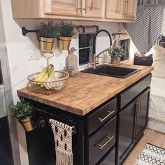 Camping trailer remodel rv living new ideas Tiny Camper, Small Campers, Retro Campers, Cool Campers, Camper Life, Rv Campers, Camper Trailers, Vintage Campers, Architecture Durable