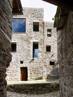 WESPI DE MEURON ROMEO ARCHITECTS CONVERSION OF A STONE HOUSE IN SCAIANO