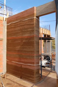 wall - Clarissa Home Environmental Architecture, Sustainable Architecture, Architecture Details, Rammed Earth Homes, Rammed Earth Wall, Earth Sheltered Homes, Earthship Home, Mud House, Eco Buildings