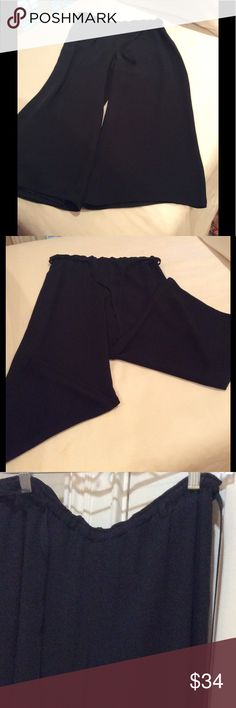 """Armani Collezioni wide leg culottes, size 6 Great condition, hardly worn. 31 7/8"""" long. 54% silk, 46% Rayon. Draw string & elasticize waist band. Great look for cool summer evenings. Made in Italy Armani Collezioni Pants Wide Leg"""