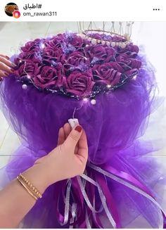 Bouquet Cadeau, Candy Bouquet Diy, Flower Bouquet Diy, How To Wrap Flowers, Diy Flowers, Fabric Flowers, Chocolate Flowers Bouquet, Creative Wedding Gifts, Flower Box Gift