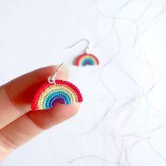 Crochet Earrings Pattern, Crochet Jewelry Patterns, Crochet Accessories, Crochet Jewellery, Love Crochet, Knit Crochet, Rainbow Crochet, Crochet Crafts, Crochet Projects