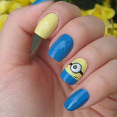 Minion nails, from despicable me, cute, and kinda easy! Fancy Nails, Cute Nails, Pretty Nails, Garra, Minion Nail Art, Gold Glitter Nails, Nails For Kids, Manicure E Pedicure, Manicure Ideas