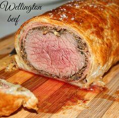Share: Filetto alla Wellington – Wellington beef La storia narra che il generale inglese Arthur Wellesley ricevette nel 1815 il titolo di duca di Wellington dopo aver sconfitto Napoleone nella battaglia a Waterloo. Il duca era una persona molto difficile da accontentare ed i cuochi al suo servizio non riuscivano a dimostrare le loro capacità. Dopo una serie di tentativi …