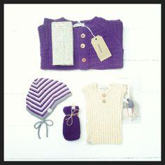 Asta & Alfred cardigan i uld/bomuld, djævlehue i bambus/bomuld, ribvest i pimabomuld og babyluffer i merinould.