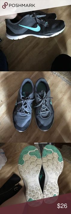 Nike training flex tr 6 ladies sneakers size 7 Look at pictures barely worn, no damage, great condition very comfortable Nike Shoes Sneakers