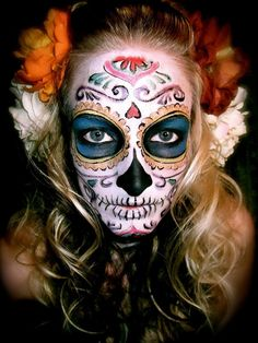 Sexy, stylish and stunning Day of the Dead makeup idea for the big day! This will turn heads at any dia de los muertos festivals!  #dayofthedead #calavera #diadelosmuertos