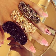 Love these spiked rings <3 my Roommatte would love these