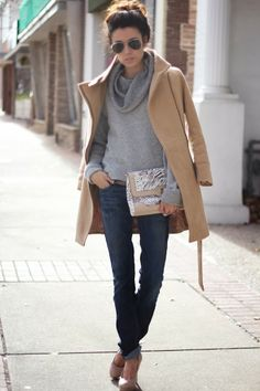Throwing It Back + Sales Women fashion outfit style clothing purse coat brown blue jeans sunglasses spring casual street heels Estilo Fashion, Look Fashion, Fashion Coat, Net Fashion, Fall Fashion, Looks Style, Style Me, Style Blog, Classic Style