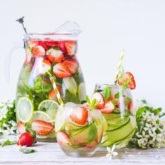 Infused water is easy to do, but there are a few things you should know first. Here are some things to keep in mind when you are making your infused water. Easy Detox Cleanse, Detox Cleanse For Weight Loss, Full Body Detox, Healthy Detox, Healthy Drinks, Detox Foods, Smoothie Detox, Detox Soup, Juice Smoothie