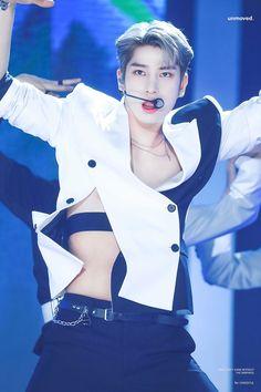 Kpop Outfits, Boyfriend Material, Pop Idol, Husband, Rapper, Photo Editing, Korea, Celebrities, Boys