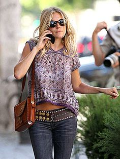 Hippie Chic Style. Those jeans and that shirt, love it!!!