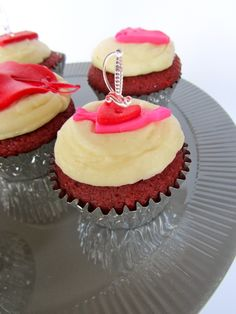 Broken Heart #Cupcakes by Alter {Egos} #Tulsa - Anti #Valentines Day Party