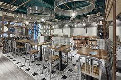 It takes gray and white as the main color tone of the whole restaurant. The concise plain cement, cement brick and wood are the main decorative materials.