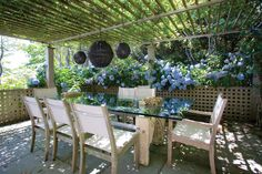 Breakfast, lunch, dinner, drinks - IDEAL outdoor space for entertaining guests. Rent now: [link] #EastHampton #Slaterns #Outdoor