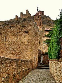 albaraccin | Albarracín, murallas y torre campanario de la iglesia.