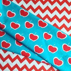 #mulpix pra combinar com o céu azul de hoje 🍎💙❤️ Estampas: Henrique Abreu e Vika Matos  #panolatras  #estampeseumundo  #estampasexclusivas  #tecidos  #tecidosexclusivos  #apple  #apples  #chevron  #piquenique  #picnic  #maça