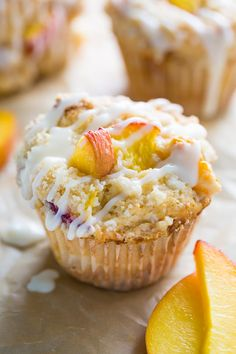 These moist and fluffy Peaches and Cream Muffins are sure to make you weak at the knees! Loaded with fresh peach pieces, topped with buttery … Muffin Recipes, Cupcake Recipes, Cupcake Cakes, Dessert Recipes, Dessert Food, Scones, Peach Muffins, Gluten Free Peach, Food Cakes