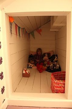child's hideaway.. every kids' dream.