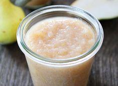Pour les déjeuners ou les collations, cette délicieuse compote de poires est super facile à faire et ne contient AUCUN sucre ajouté! Miam :)