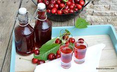 Lichior de gutui rețeta de gutuiată de casă - naturală, fină și aromată | Savori Urbane Limoncello, Gem, Strawberry, Recipes, Food, Alcohol, Rezepte, Essen, Gemstones