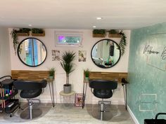 Bringing the garden into the garden hair salon! A beautiful space for people to come and enjoy and also to work in. Self build, a labour of love but worth it. Home Beauty Salon, Home Hair Salons, Hair Salon Interior, Beauty Salon Decor, Salon Interior Design, Home Salon, Vintage Hair Salons, Vintage Salon Decor, Small Hair Salon