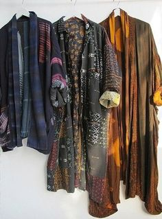 Kimono jackets - beautiful colors and patterns- especially the middle one! Hippie Style, Gypsy Style, Bohemian Style, Boho Chic, Bohemian Men, Mode Kimono, Kimono Jacket, Estilo Hippy, Look Fashion