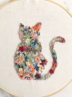 Floral Embroidery Patterns, Simple Embroidery, Embroidery Stitches Tutorial, Hand Embroidery Stitches, Embroidery Hoop Art, Hand Embroidery Designs, Name Embroidery, Chain Stitch Embroidery, Embroidery On Clothes