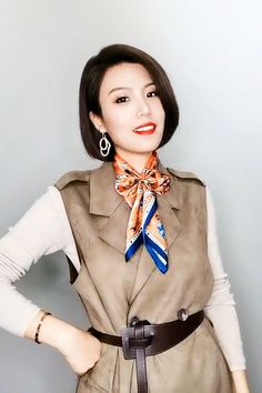 Ways To Tie Scarves, Ways To Wear A Scarf, How To Wear Scarves, Diy Fashion, Ideias Fashion, Fashion Beauty, Fashion Outfits, Fashion Tips, Scarf Wearing Styles