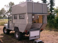 "Not a unimog but good camper box design ""Slide-up top camper on a body? Looks like a camper. Kombi Motorhome, Truck Camper, Camper Trailers, Campervan, Offroad Camper, Land Cruiser, Mercedes Vario, Off Road Camping, Toyota Fj40"