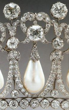 Cambridge Lover's Knot Tiara {close up}   made of Diamonds and Pearls. Often worn by Queen Elizabeth II