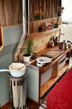 90 RV Living & Camper Van Storage Solution Ideas June Leave a Comment If you're looking for some RV storage ideas for your camper kitchen, look no further! In order to implement this clever Rv storage idea hack, simply fnew your