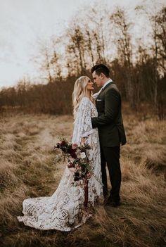 Romantic Bohemian Wedding Dresses, Western Wedding Dresses, Boho Bride, Romantic Weddings, Picnic Weddings, Wedding Picnic, Bohemian Weddings, Romantic Wedding Photos, Indian Weddings