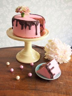 Chocolate Cake with raspberry meringue frosting #drsugar