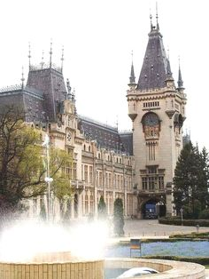 Iasi Culture Palace Romania #romania #beautifulromania #traveleurope #places_wow #placestovisit #placestogo #placestogothingstodo #travelinspiration #favouriteplacesspaces #amazingplaces #traveldestinations #aroundtheworld #wanderlust #voyage  Romania Travel  For information Få adgang til vores hjemmeside   http://storelatina.com/romania/travelling