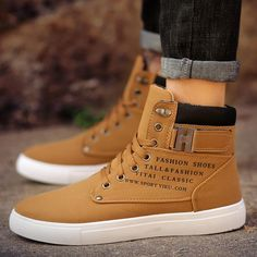 Mens Boots - Choosing The Right Shoes - Some Tips Mens Ankle Boots, Mens Shoes Boots, Leather Boots, Shoe Boots, Mens Boot, Fashion Boots, Sneakers Fashion, Mens Fashion, Men's Sneakers