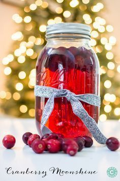 This delicious homemade cranberry moonshine recipe is a great gift in a jar for christmas and makes a great cocktail at parties! You could also easily swap out the moonshine for vodka or rum. Party Drinks, Cocktail Drinks, Fun Drinks, Yummy Drinks, Cocktail Recipes, Alcoholic Drinks, Holiday Cocktails, Liquor Drinks, Summer Cocktails