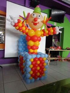 Clwn Clown Balloons, Balloon Hat, Balloon Animals, Balloon Arch, Clown Party, Circus Theme Party, Balloon Centerpieces, Balloon Decorations, Balloon Stands