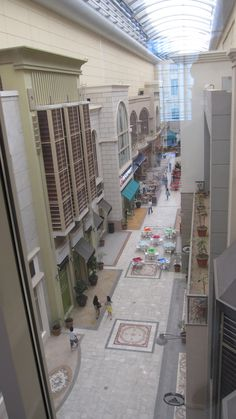 The Dubai Mall lifestyle section with retractable roof in 3 sections.  DUBAI  -  UNITED ARAB EMIRATES