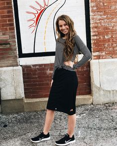 Everyday casual look modest summer outfits, modest summer fashion, sporty o Skirt Outfits Modest, Modest Summer Outfits, Modest Summer Fashion, Modest Skirts, Modest Dresses Casual, Modest Wear, Casual Skirts, Modest Workout Clothes, Look Fashion